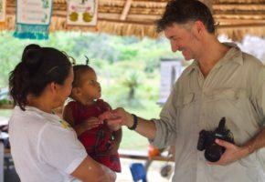 Encender la luz en la aldea global: desafíos del periodismo y el desarrollo sostenible