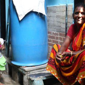 Mejorando las condiciones sanitarias de las mujeres y niños en asentamientos informales: el caso de India